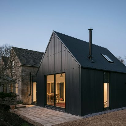corrugated-metal-extension-eastabrook-architects-residential-house-england-uk_dezeen_2364_sq2-411x411.jpg