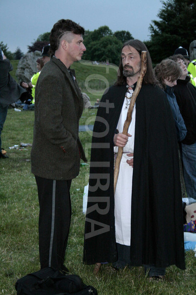576675-pagan-and-traveller-at-avebury-solstice.jpg