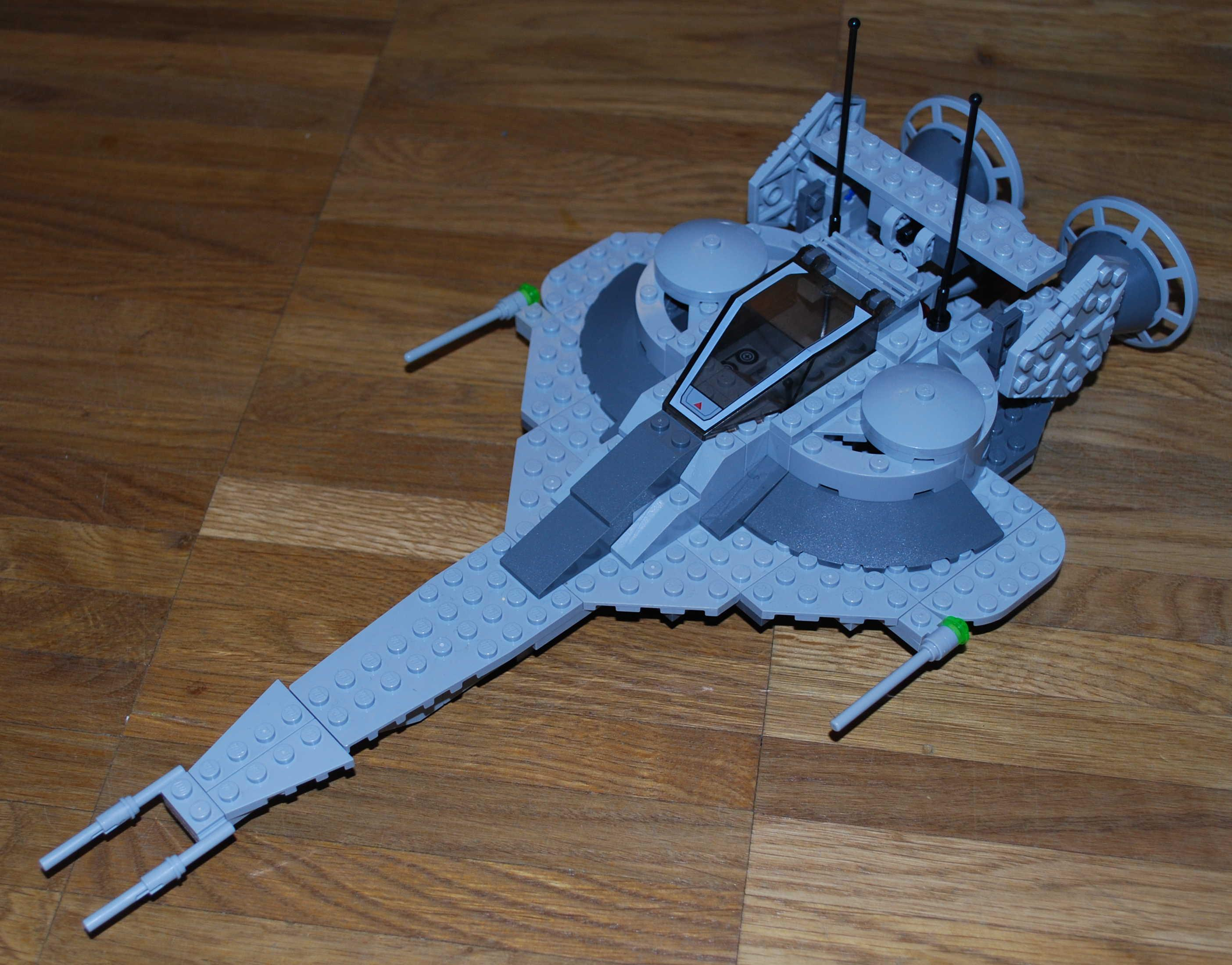 Grey_spaceship_smaller.JPG